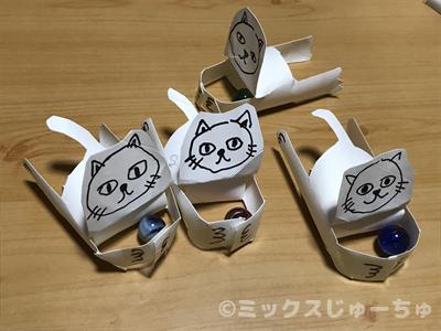 トイレットペーパーの芯のビー玉を追いかける猫の作り方