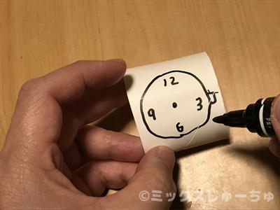 時計の絵を描く