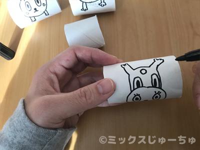 ウサギの足を描く