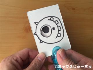 牛乳パックで作る目が動くカードの作り方10
