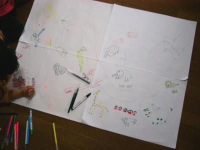 カレンダーを繋げて大きな紙に絵を描く