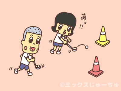 お玉リレーを遊ぶ子どもの画像
