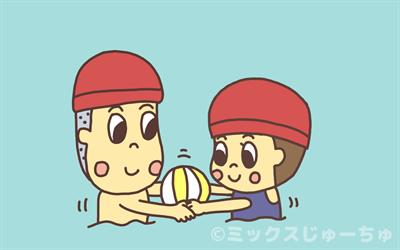 プールでつないだ手にボールをのせる