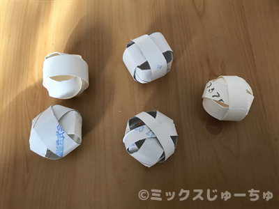 トイレットペーパーの芯のボールの作り方