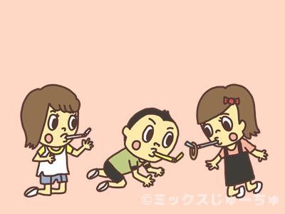 輪ゴムで遊ぶ子ども