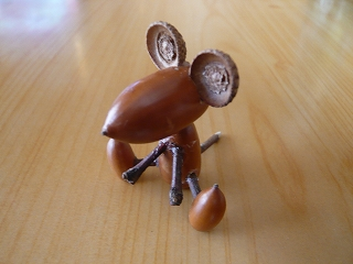 ドングリのネズミ